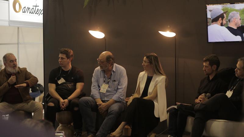Bate papo contou com a presença de designers convidados como Bruno Faucz, Emerson Borges, Sergio Batista e Marta Manente.